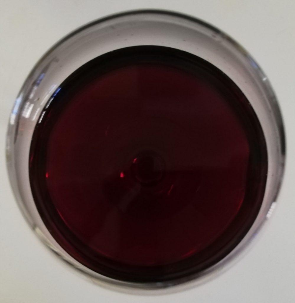 Il colore rosso rubino intenso dell'Aglianico del Vulture